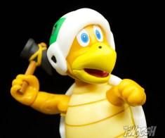 Jakks-Pacific-World-of-Nintendo-Hammer-Bros-Review-close-toss