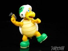 Jakks-Pacific-World-of-Nintendo-Hammer-Bros-Review-hammer-toss