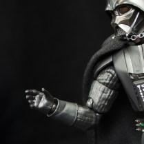 SH-Figuarts-Bandai-Star-Wars-ANH-Darth-Vader-Review-force-hand