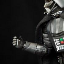 SH-Figuarts-Bandai-Star-Wars-ANH-Darth-Vader-Review-grip-hand