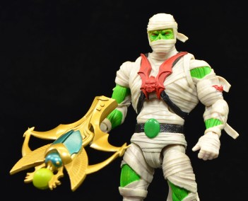 Super-7-Masters-of-the-Universe-Classics-Club-Grayskull-Wrap-Trap-Review-crossbow-1