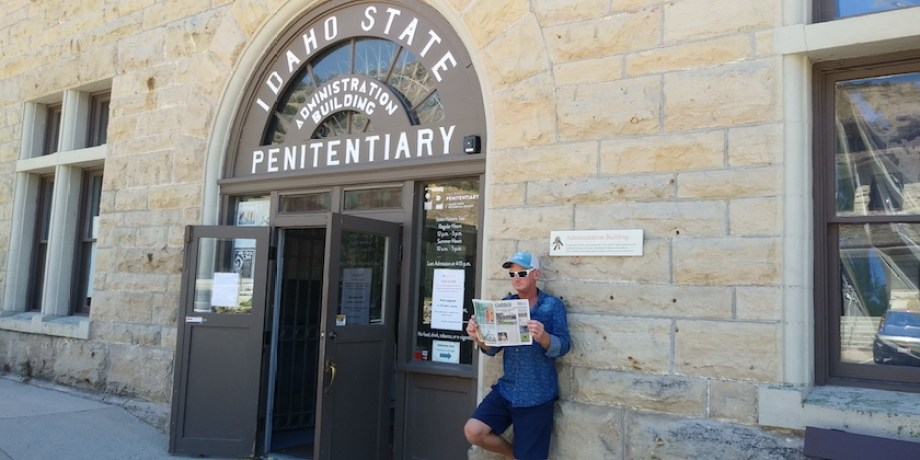 Man reads the Gabber newspaper outside of a Boise, ID jail