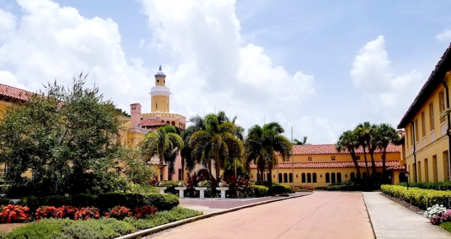 A photo of Stetson University College of Law on a sunny day.