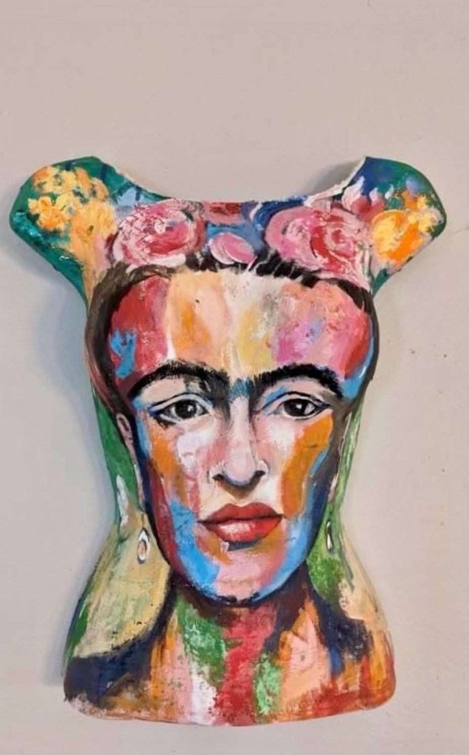 The face of Frida Kahlo painted on a mannequin bust.