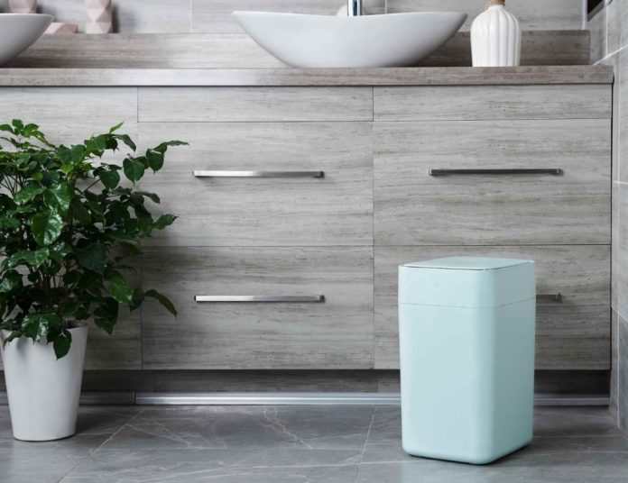 Smart garbage locks in odors and spills