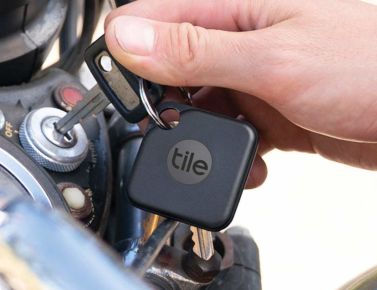 tile pro keychain bluetooth tracker 2020 version works with a 400 foot range