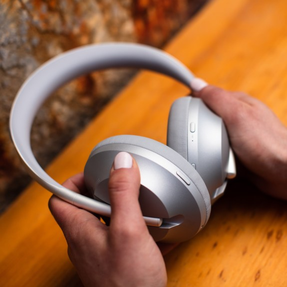 Headphones_700_Silver