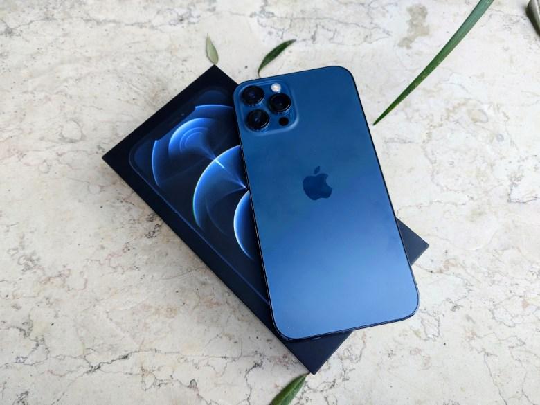 אייפון 12 פרו מקס. צילום צחי הופמן