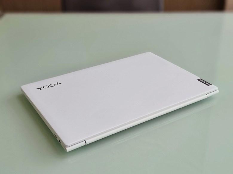 לנובו Yoga Slim 7i Carbon. צילום צחי הופמן