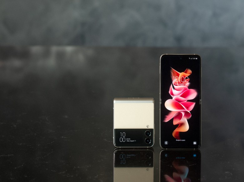 """סמסונג Galaxy Z Flip3 5G. צילום יח""""צ"""