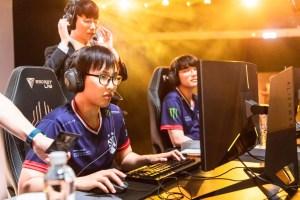 Doublelift and CoreJJ NEED to play Xayah and Rakan more