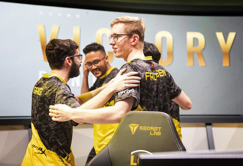Dignitas returns to the LCS