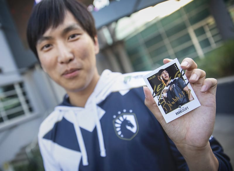 TL Doublelift holds card