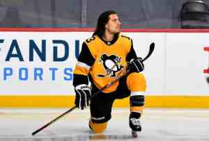 Brandon Tanev of the Pittsburgh Penguins during warmup