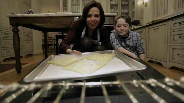 Regina-and-Owen-bake-apple-turnover-2x17-Welcome-to-Storybrooke