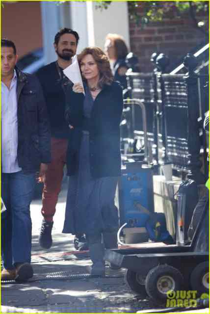 michelle-pfeiffer-spotted-on-ant-man-set-first-time-05