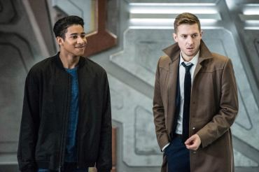 Keiynan Lonsdale as Wally West (left) and Arthur Darvill as Rip Hunter (right). Photo courtesy of DC Legends TV.