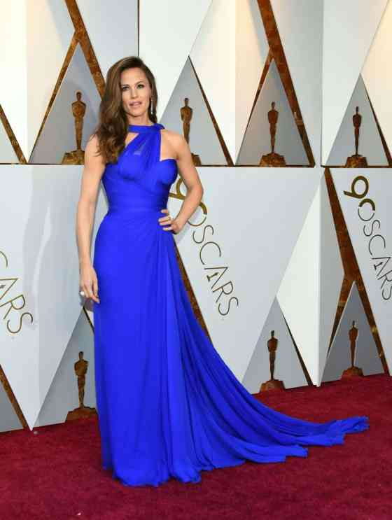 jennifer-garner-oscars-2018-red-carpet-15