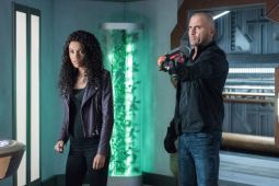 Maisie Richardson-Sellers as Amaya Jiwe/Vixen and Dominic Purcell as Mick Rory/Heat Wave. Photo courtesy of DC Legends TV.