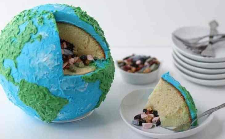TGON-Bakes-TAG-Globe-Cake