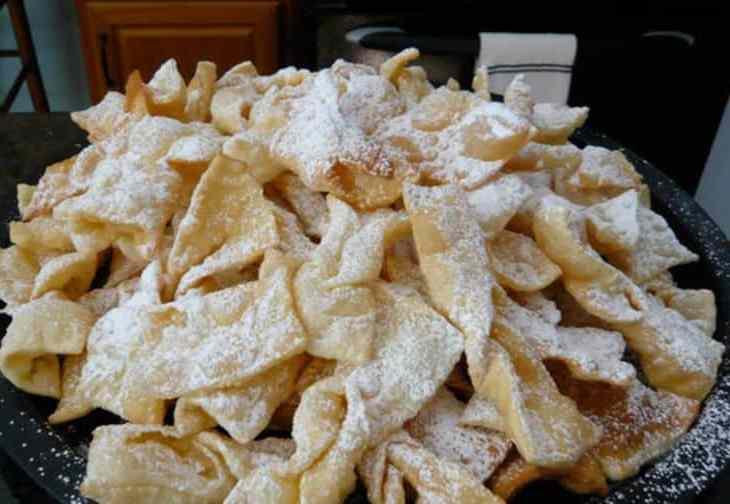 tgon-bakes-Alita-battle-angel-angel-cookies