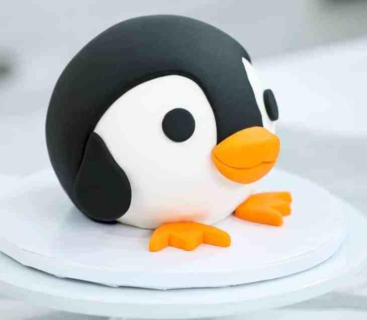 TGON-BAKES-PENGUIN-CAKE