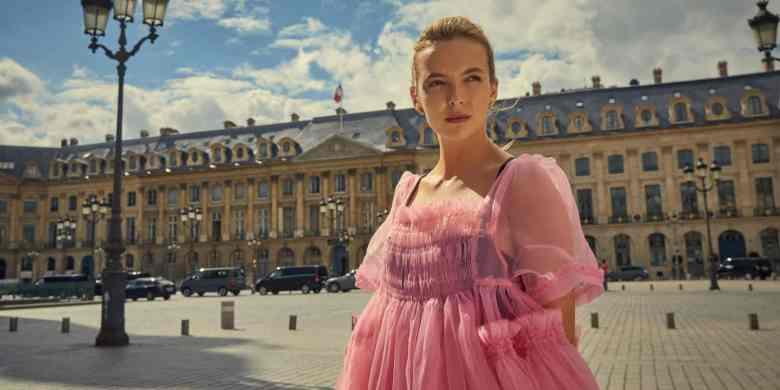 Villanelle in pink dress