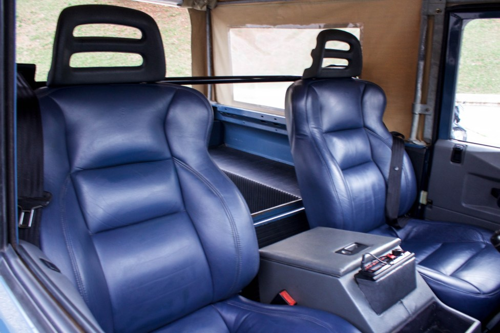 1997-land-rover-defender-soft-top-seat