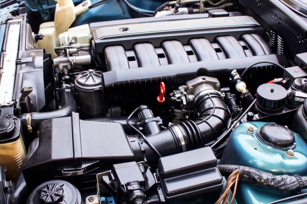 1993-BMW-525i-touring-motor-6cyl