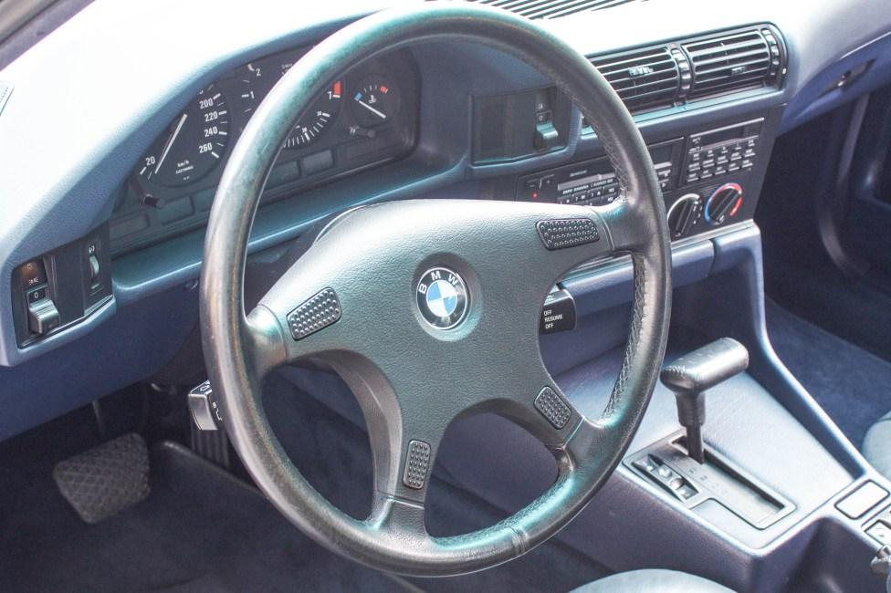 1993-BMW-525i-touring-steering-wheel
