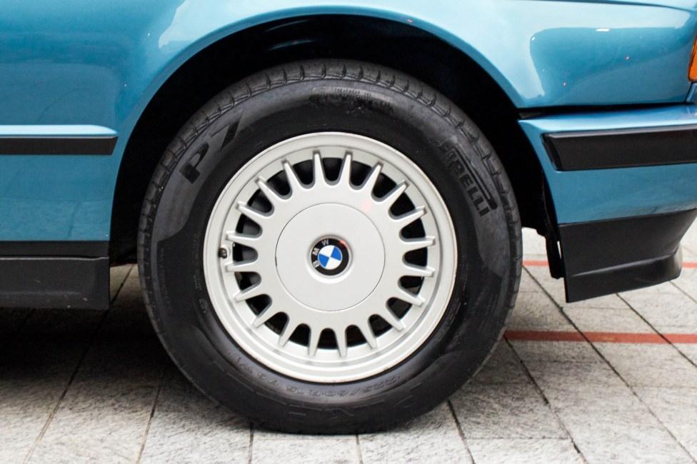 1993-BMW-525i-touring-wheels