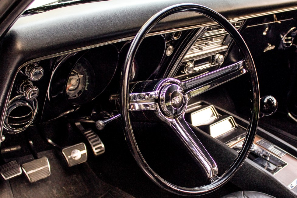 1968-chevrolet-camaro-ss-interior