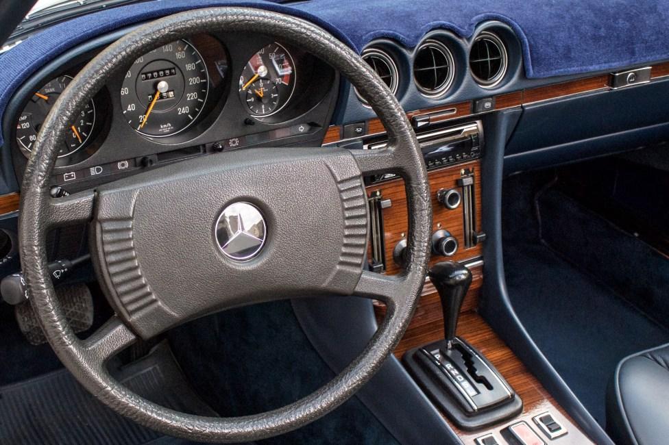 carro-antigo-encontro-mercedes-placa-preta