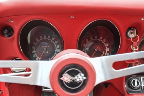 1968-corvette-stingray-the-garage-velocimetro