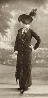 Talbot, Paris Fashion photograph (c.1910) Campbell-Pretty Fashion Research Collection National Gallery of Victoria, Melbourne
