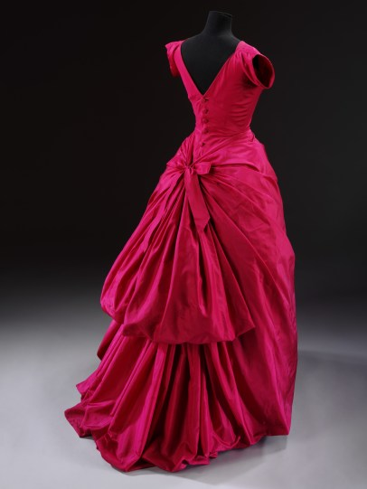 Evening dress, silk taffeta, Cristóbal Balenciaga, Paris, 1954 © Victoria and Albert Museum, London