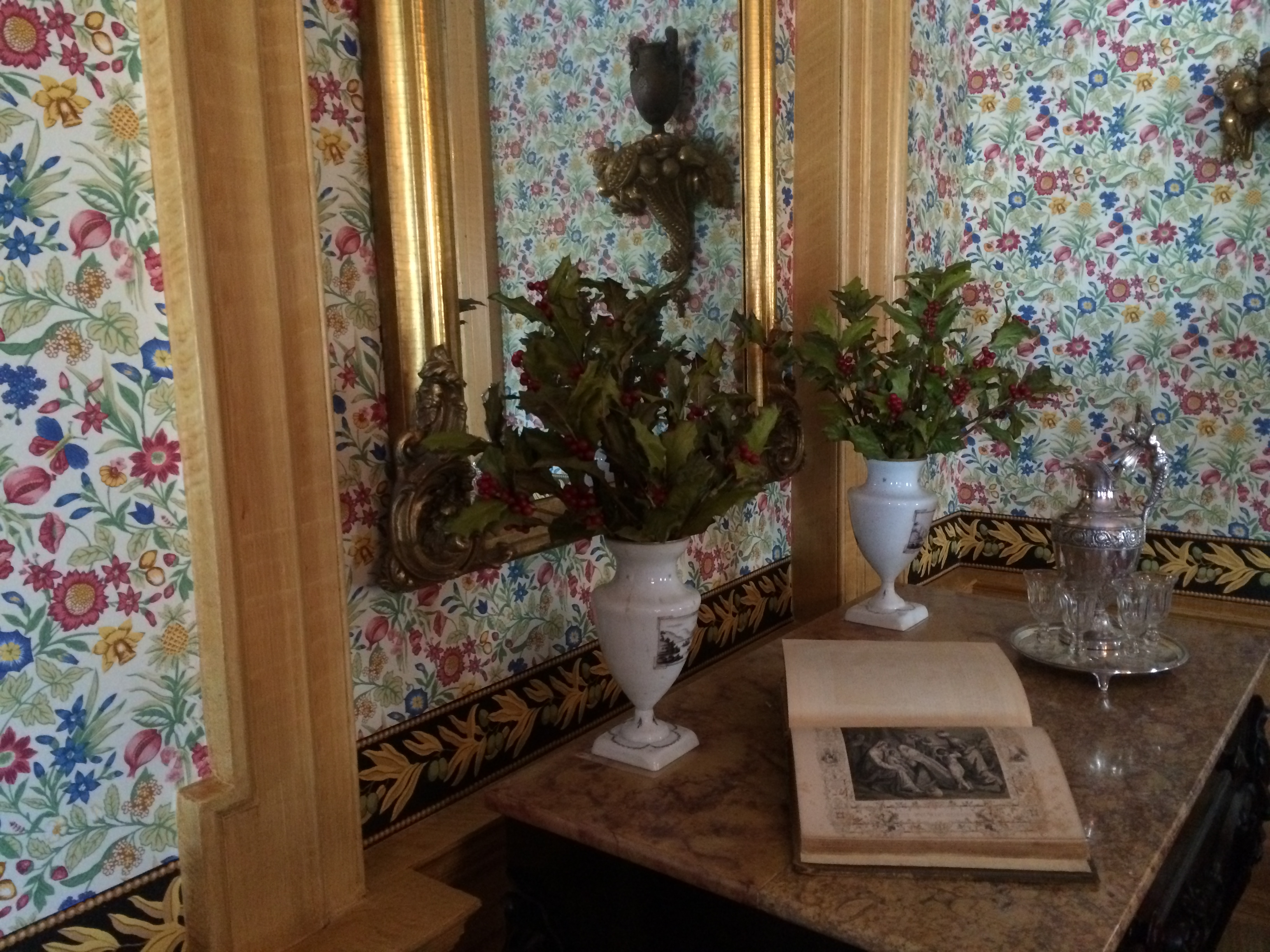 Wall paper with arrangement on side table