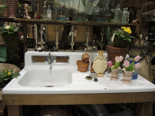 "A ""vintage"" sink becomes a potting bench"