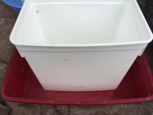 Use an old cat litter box for a rectangular mold