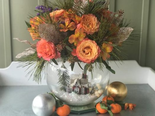 Centerpiece with orange roses and satsumas