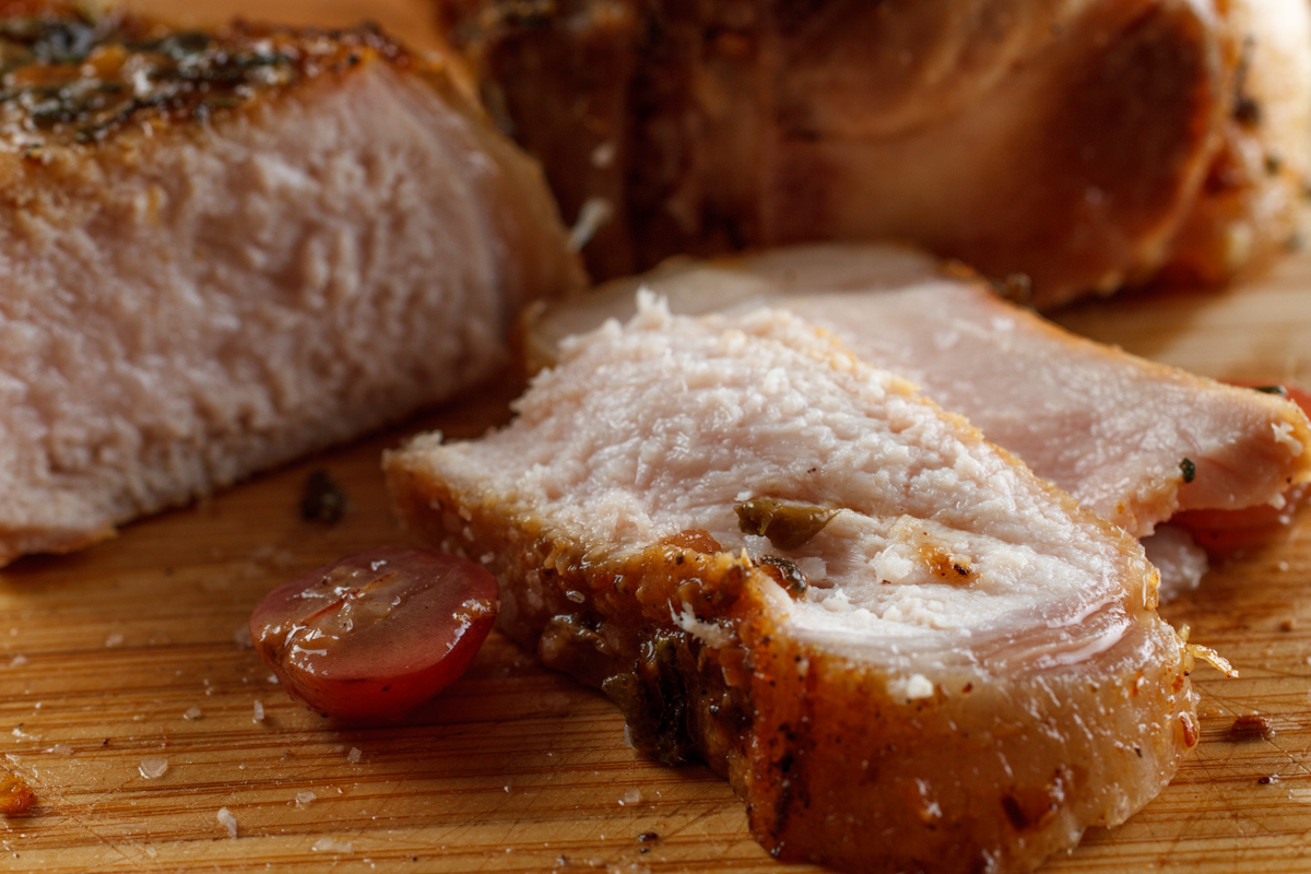 Pan-seared pork chops with grapes-0617