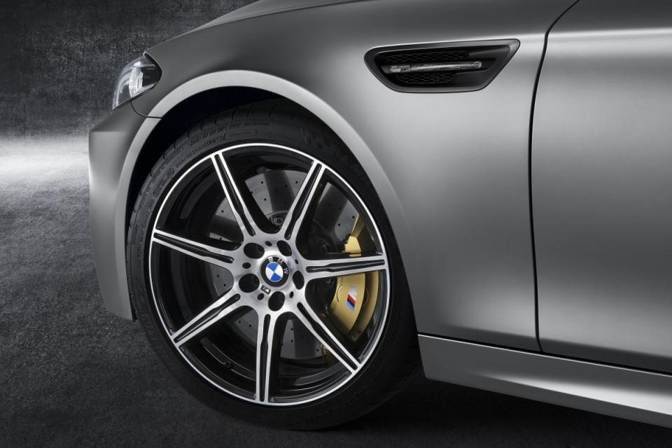 2015-BMW-M5-30th-Anniversary-Edition 1
