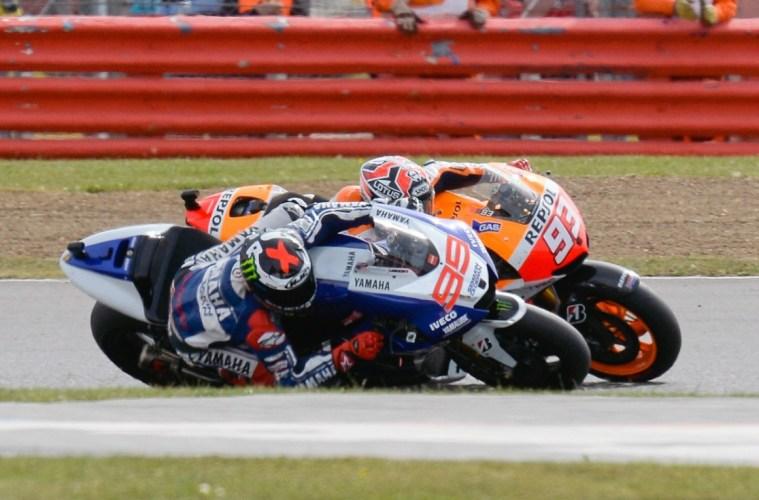 Lorenzo vs Marquez di GP Inggris 2014