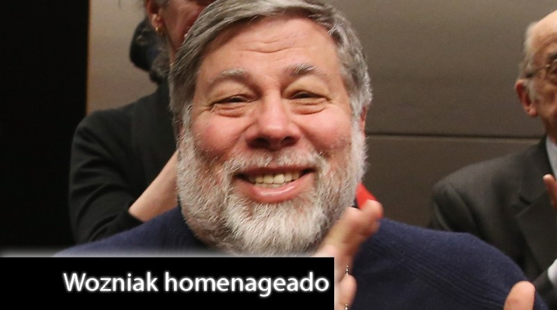 Projetos inovadores de campuseiros homenageiam Steve Wozniak no palco principal da Campus Party