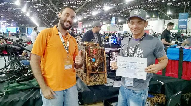 Jan Gomes e o casemod vencedor do II Concurso de Casemods The Geek News (2)