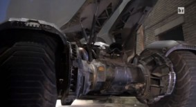 batman-v-superman-batmobile-rear-600x328
