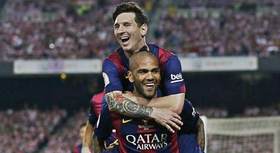 Lionel Messi e Dani Alves insieme in una delle tante esultanze