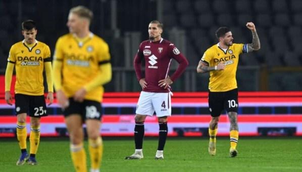 Il numero 10 dell'Udinese esulta verso la panchina di Luca Gotti dopo il gol bellissimo realizzato contro il Torino