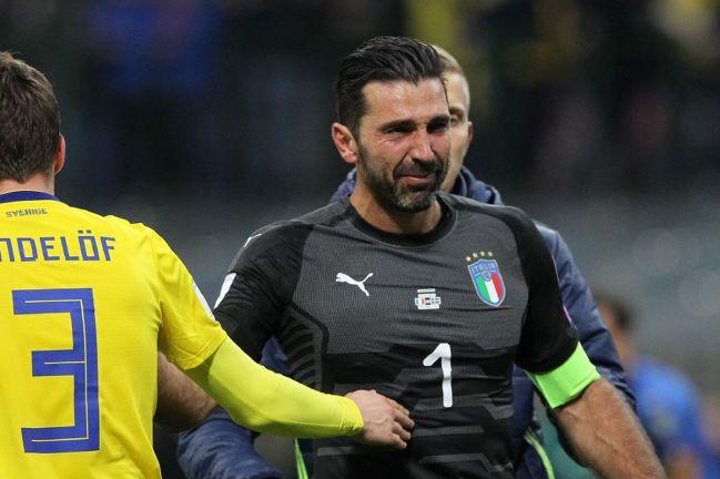 Buffon al fischio finale di Italia-Svezia