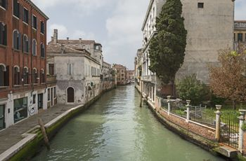 Modern Venitian Waterway (Didier Descouens) - A Toccata of Galuppi's - Robert Browning - art, time, death, commodity